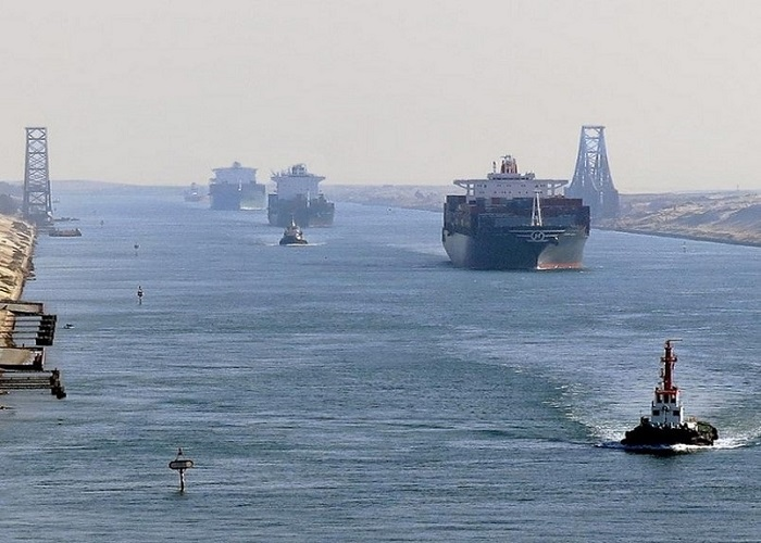 Traffic in the Suez Canal